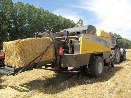 纽荷兰是当今世界最大的农业机械制造公司之一,其拖拉机、高清图片