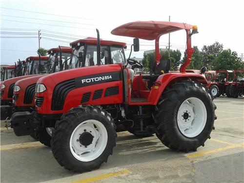 福田雷沃拖拉机   雷沃拖拉机在阿市场口碑极佳,近年来连获高清图片